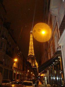 Eiffel do meio da rua