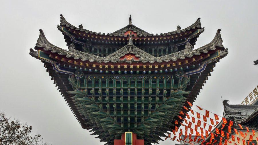 Deslumbrante portal na entrada do mercado de Xian